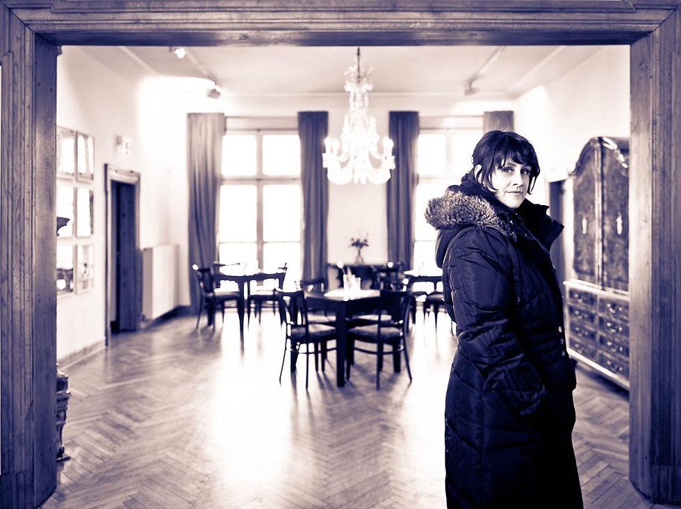 Ruth Meyer im Foyer des Schlosses.