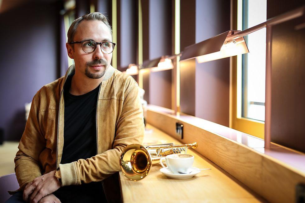 Foto des Frontmanns und Trompeters Menzel Mutzke.