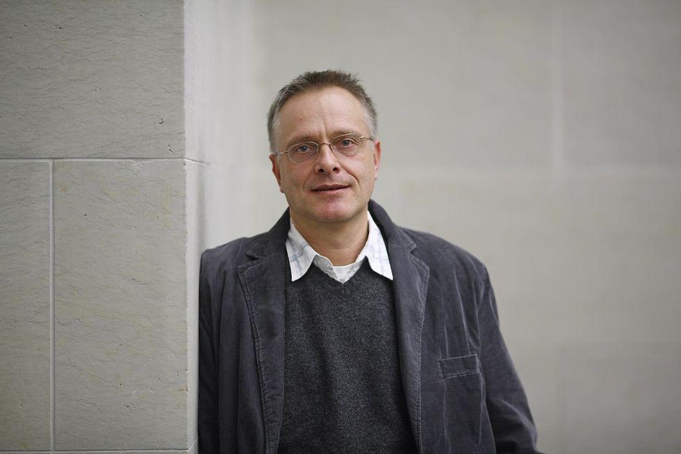 Ein Porträt des Autors Michael Roes.