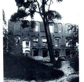 Nach dem schweren Brand 1921: Schloss Agathenburg von der Terrasse aus